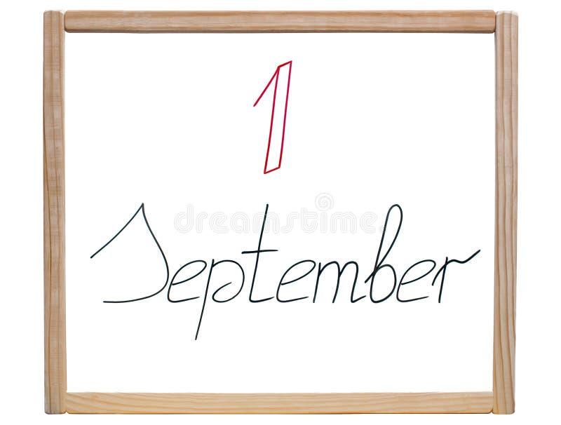 Överskrift & x22; 1 September & x22; är skriftligt i den röda och svarta markören på en skola, det vita brädet royaltyfri fotografi