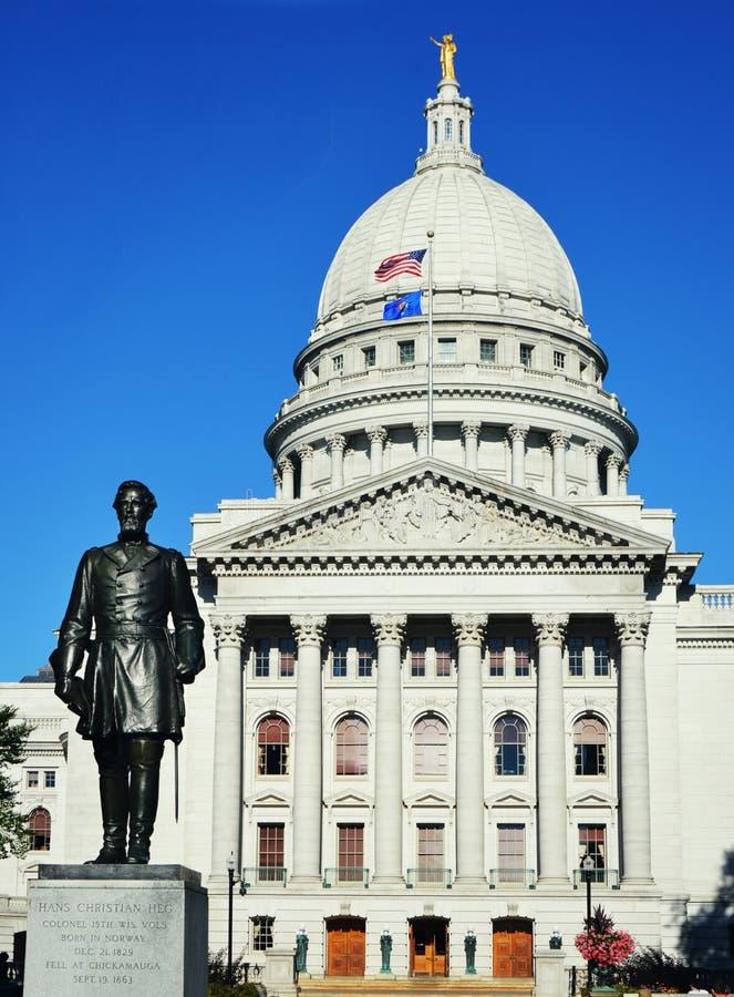 Överste Heg Statue, byggnad för Wisconsin tillståndsKapitolium arkivfoton