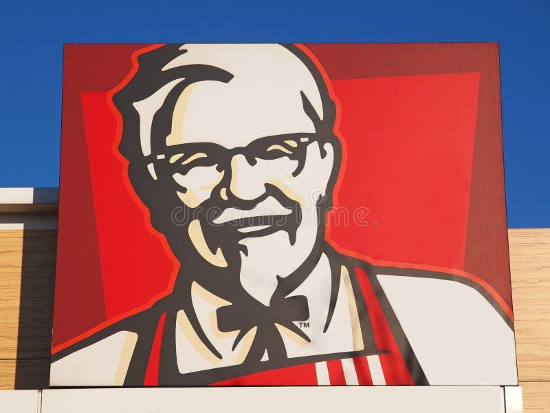 Överste Sanders, den officiella framsidan av den Kentucky Fried Chicken logoen royaltyfria bilder