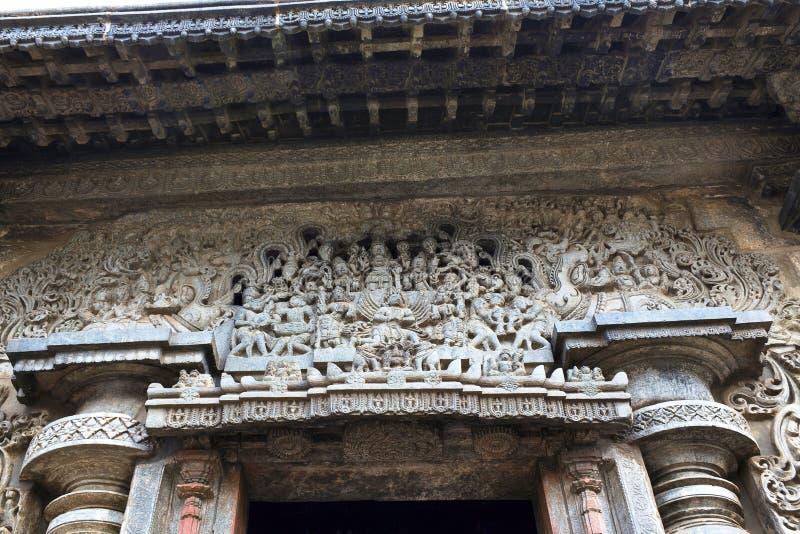 Överstycke ovanför den södra ingången, Swarg Dwara, dörr till himmel, Chennakeshava tempel, Belur, Karnataka royaltyfri fotografi