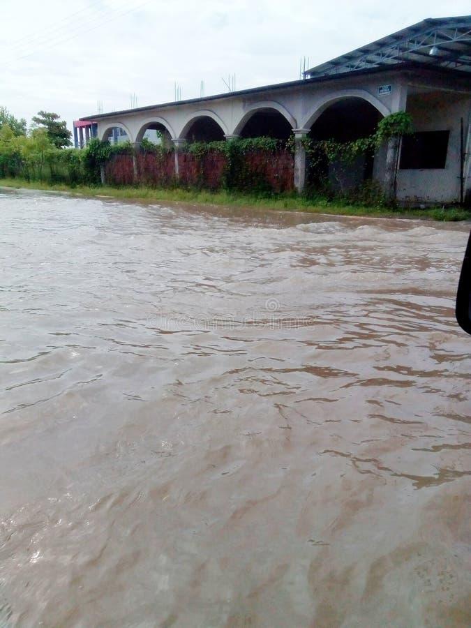Översvämma efter huracane i fållan Falso, Guerrero, Mexico royaltyfri fotografi