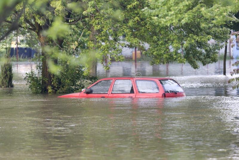 översvämmad gata arkivbild