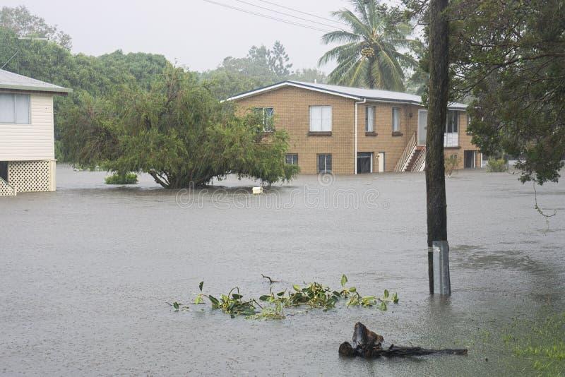 Översvämmad gata efter cyklon Debbie arkivfoto