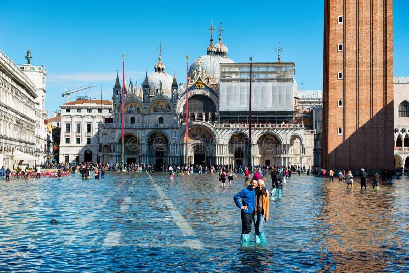 Översvämmad St-fläckfyrkant i Venedig, Italien royaltyfri fotografi