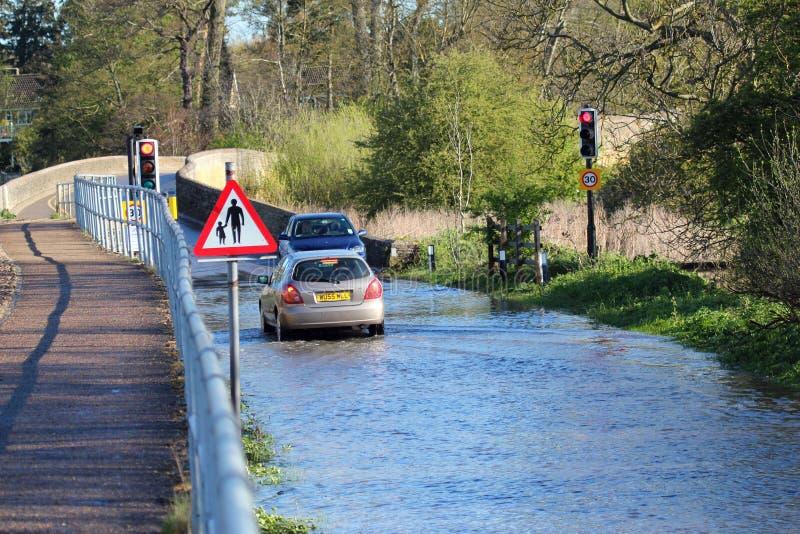 översvämmade vägar royaltyfria bilder