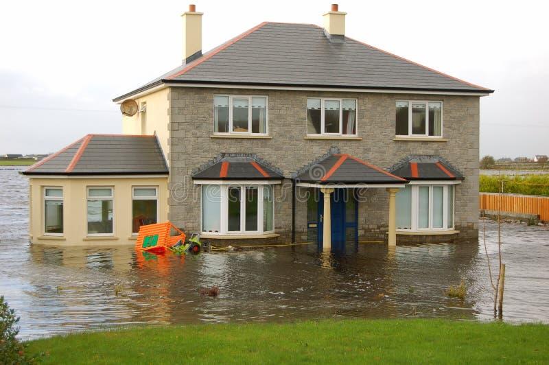 översvämmat hus arkivbilder