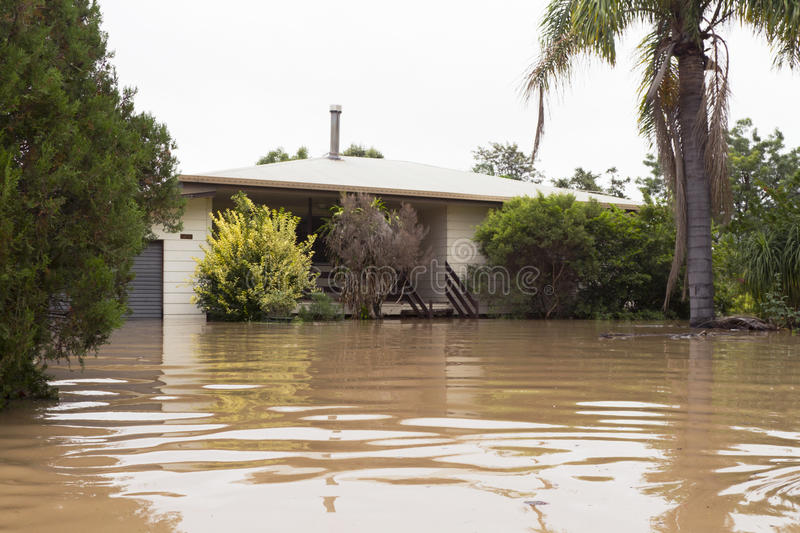översvämmat hus royaltyfri fotografi