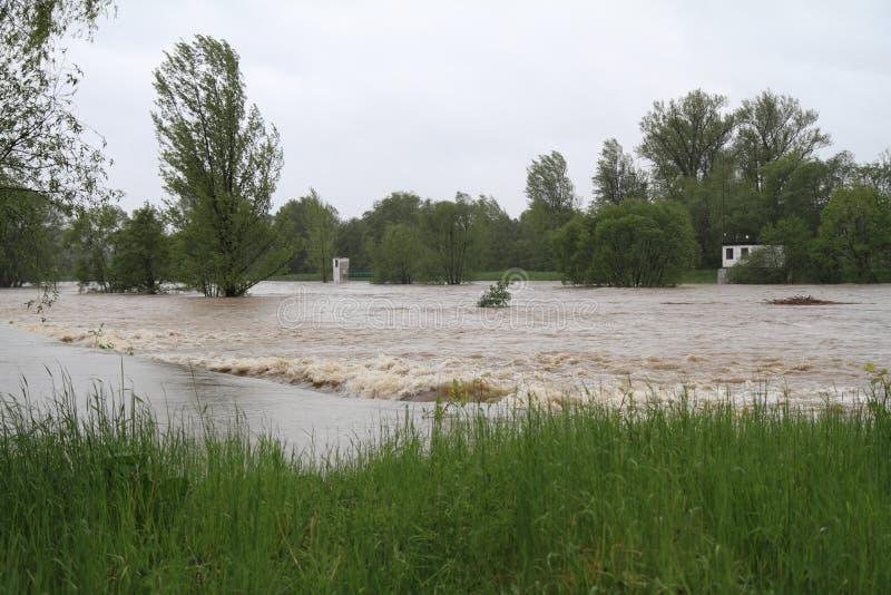 översvämningsflod arkivfoto