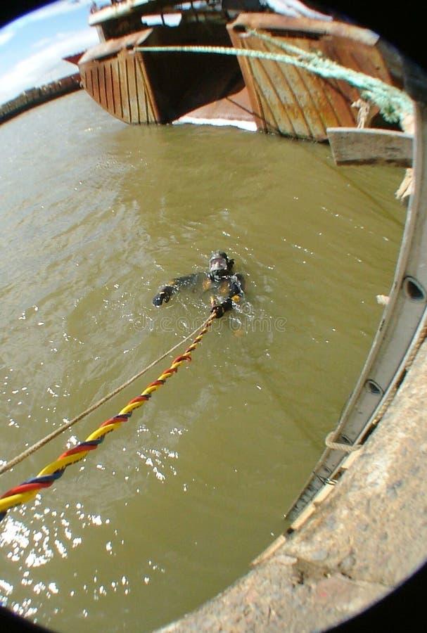 Övervaka dykenheten på händelsen, sökandet och återställningen royaltyfri foto