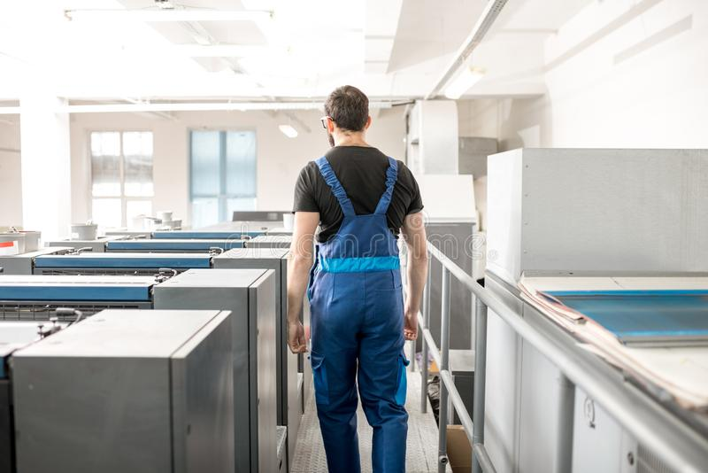 Övervaka maskinen för offset- printing på tillverkningen royaltyfria foton