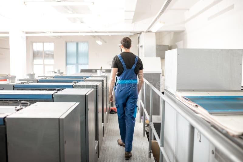 Övervaka maskinen för offset- printing på tillverkningen arkivfoton