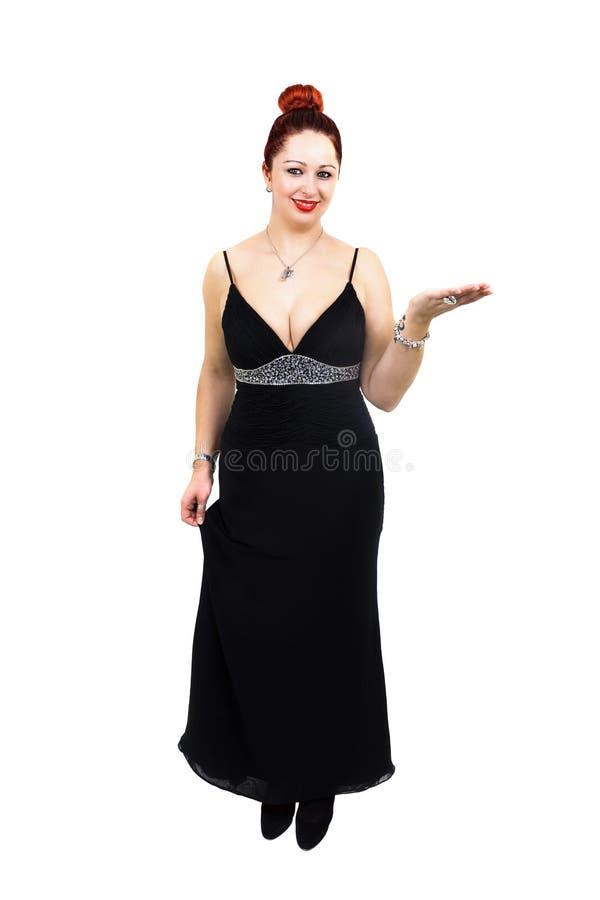 Överviktig dam med den stilfulla svarta klänningen arkivfoton