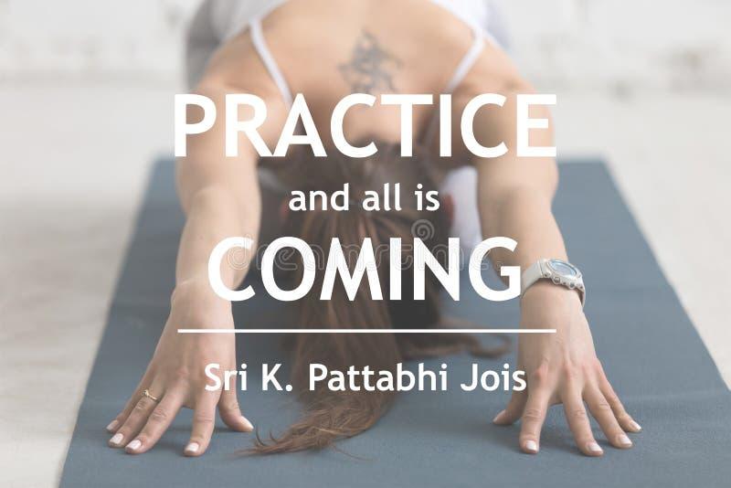 Övning och allt är kommande Sri K Pattabhi Jois arkivbilder