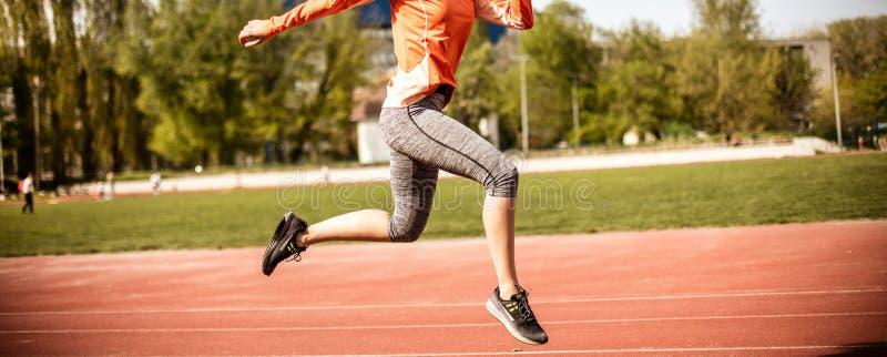Övningar är viktiga för formen av din kropp royaltyfri foto