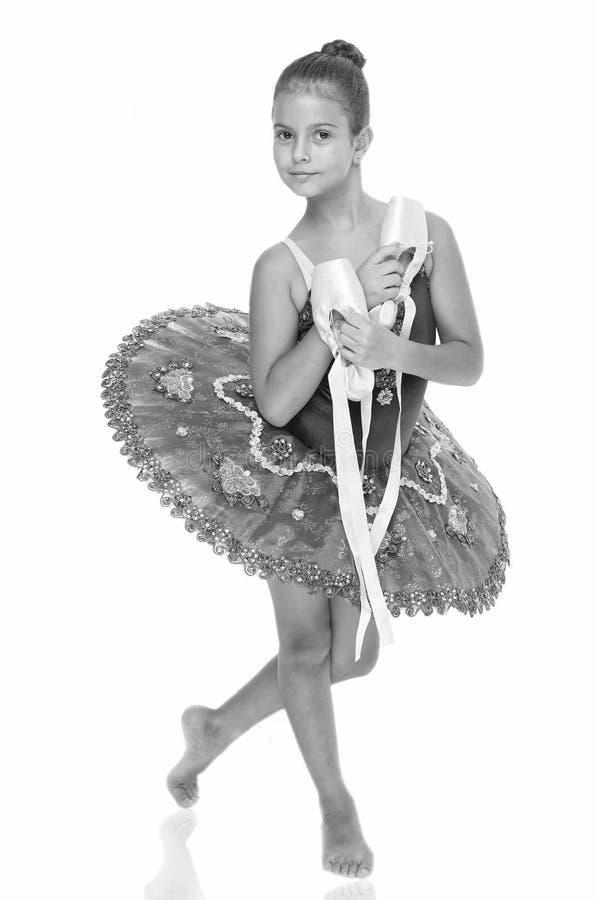 Övningar som framkallar expertis för pointeskodans För hållbalett för barn lycklig ballerina för viktigt attribut för skor utmärk fotografering för bildbyråer