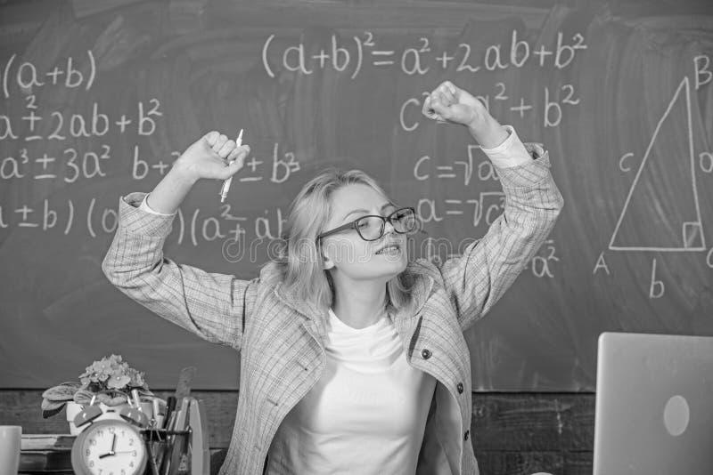 Övningar som underhåller livlighet Faktisk skoladag för arbete långt bortom Elasticiteten och får övningar ökar livlighet och fotografering för bildbyråer