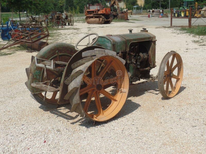 Övre bild för slut av antikt lantgårdmaskineri royaltyfria foton