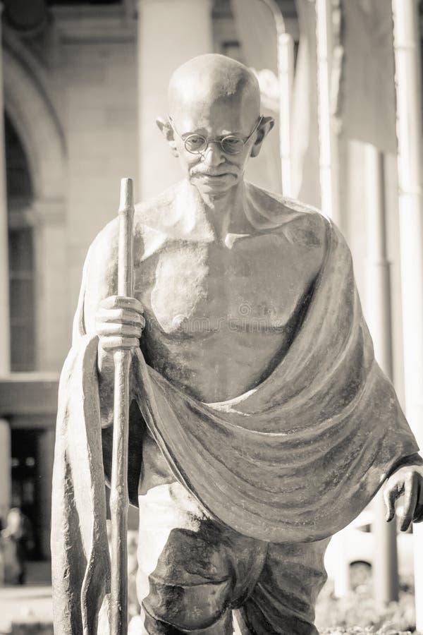 Övre bild för slut av den Mahatma Gandhi statyn royaltyfria bilder