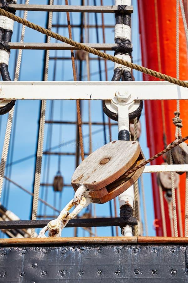Övre bild för slut av gamla detaljer för seglingskepp fotografering för bildbyråer