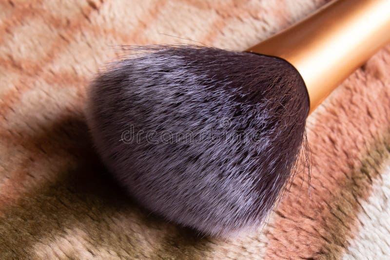 Övre bild för slut av makeupborsteborstet royaltyfri fotografi