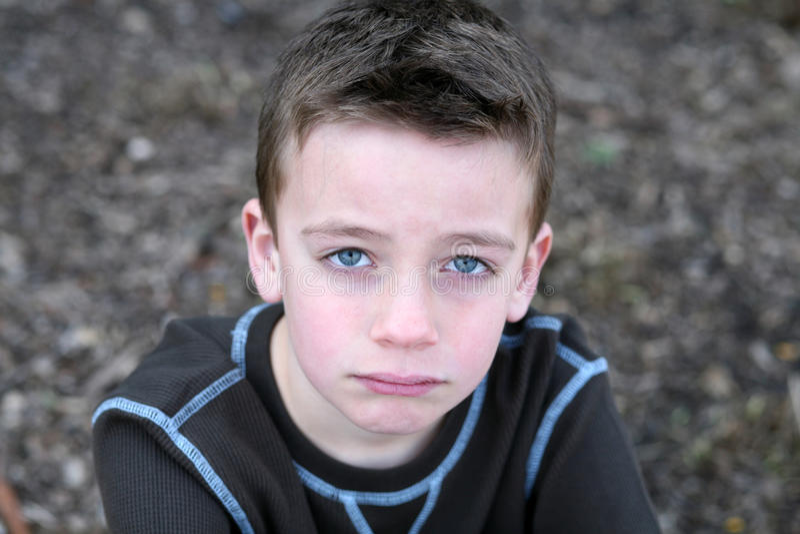 övre för tät gullig framsida för pojke SAD royaltyfri fotografi