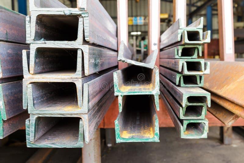 Övre hög för slut av stål för U-formstråle arkivbild