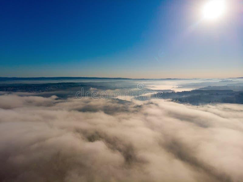 övre molnen med morgonen arkivbild