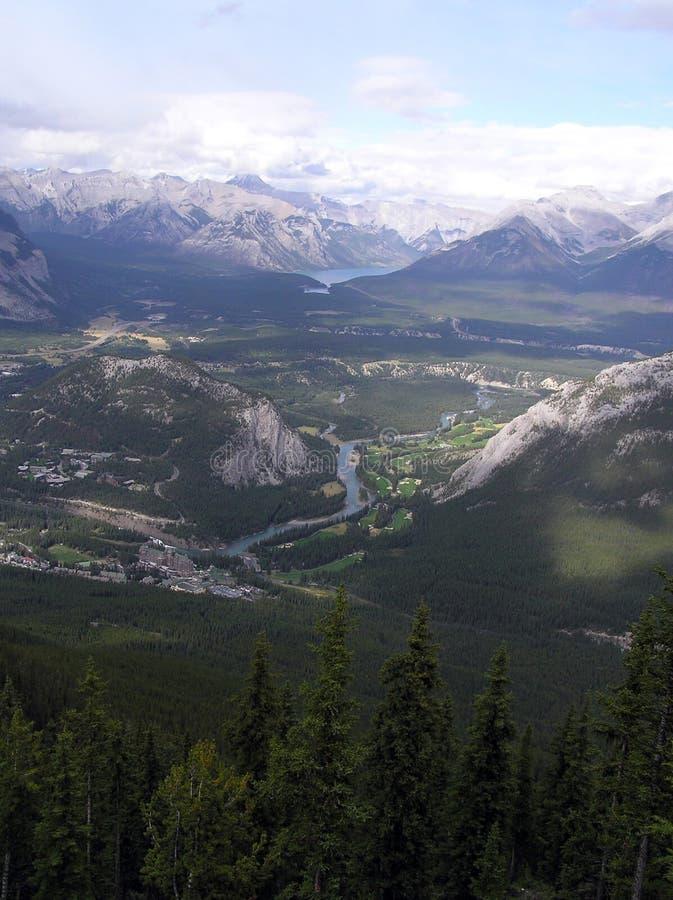 Download övre sikt för banff berg arkivfoto. Bild av härlig, albertan - 288830