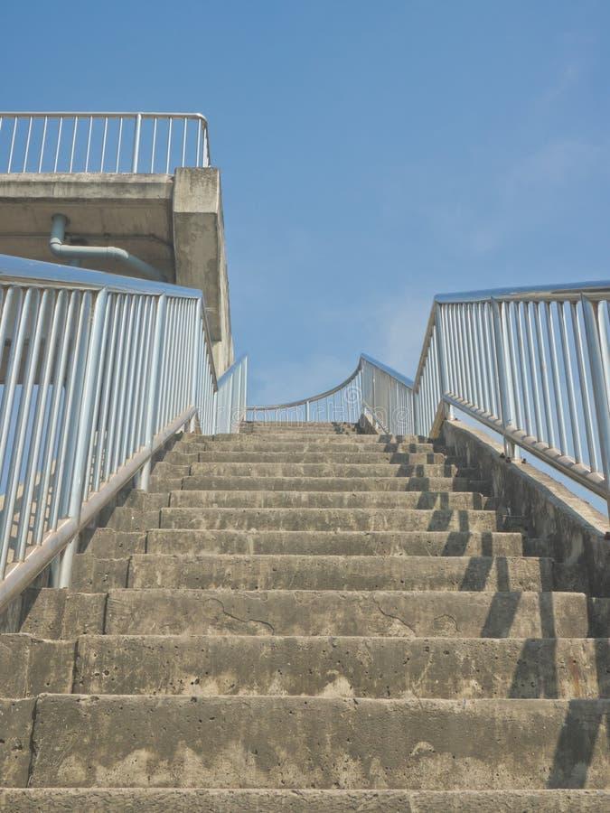 Övre trappa på till planskilda korsningen arkivfoton