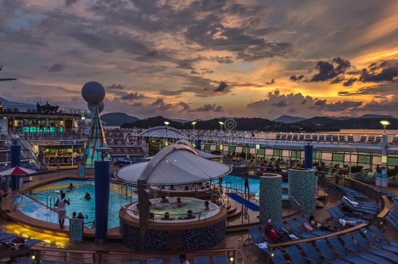 övredäck av den Onboard resanden av haven, internationella Royal Caribbean royaltyfria bilder