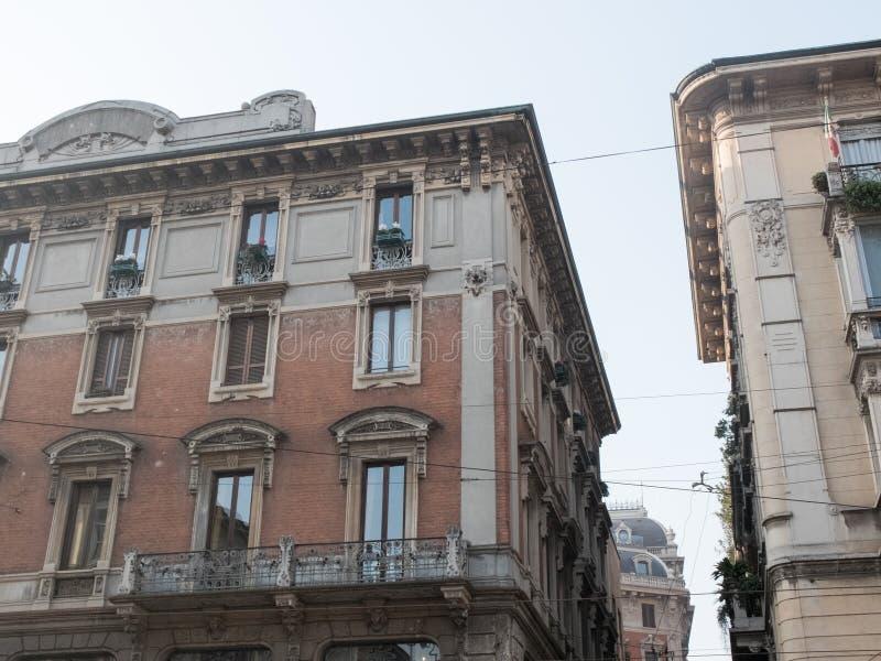 Övregolv av gamla stadsbyggnader på Sunny Day royaltyfri foto