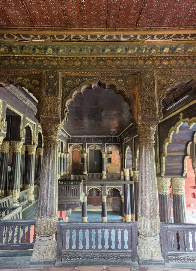 Övregolv av Tipu Sultan Palace i Bangalore. fotografering för bildbyråer