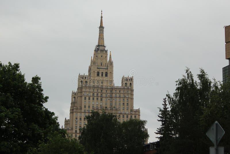 Övregolven av höghusbostadsområden på Kudrinskaya arkivbild