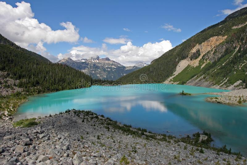 ?vreJoffre Lake i Joffre Lakes Provincial Park, Kanada fotografering för bildbyråer