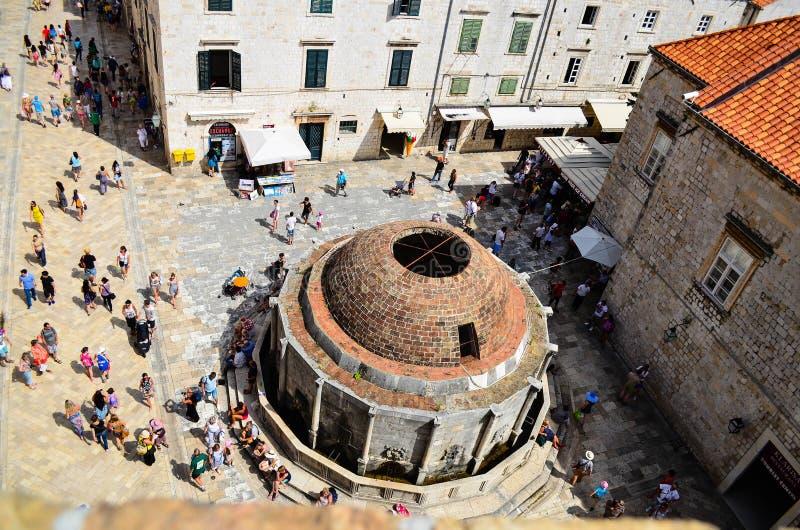Övresikt av den gamla kyrkan i Dubrovnik den gamla staden arkivfoton