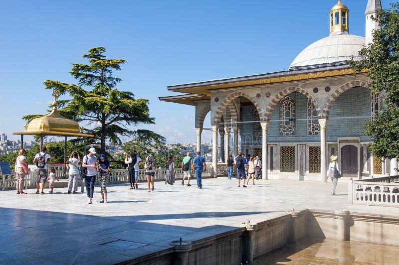 Övreterrass och Baghdad kiosk, Topkapi slott, Istanbul, Turkiet royaltyfri foto