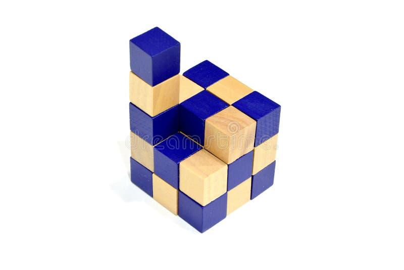 Última etapa para terminar o bloco de jogo do enigma do cubo da serpente fotografia de stock royalty free