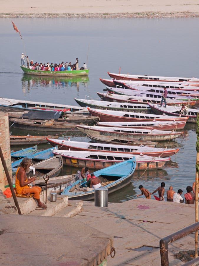 Última hora de la tarde en el Ganges en Varanasi, la India imagen de archivo libre de regalías