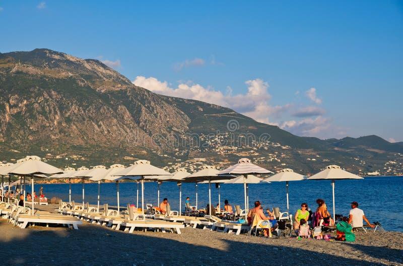 Última hora de la tarde en la playa de Kalamata, Grecia imagen de archivo libre de regalías