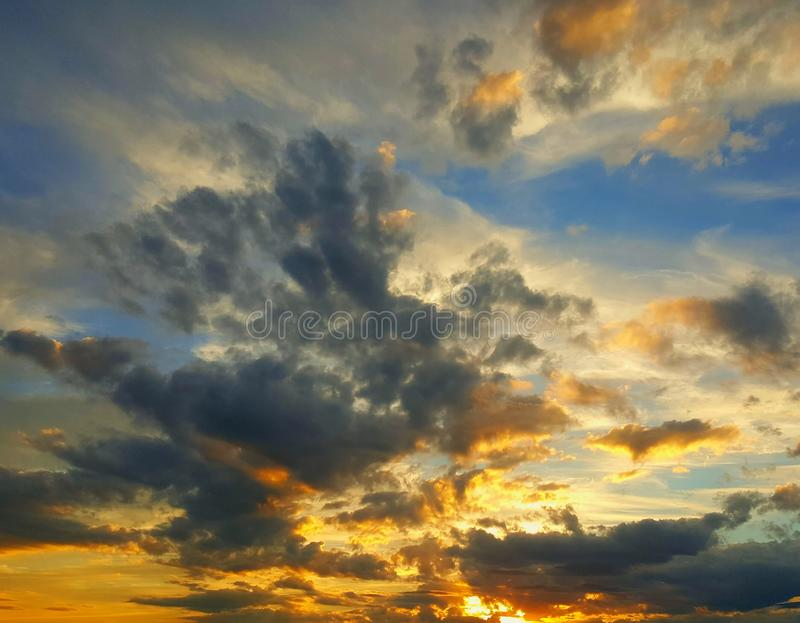 Última puesta del sol de la caída imagenes de archivo