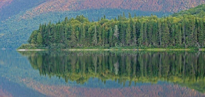 Últimas reflexiones del día en el lago grande Nictau foto de archivo libre de regalías