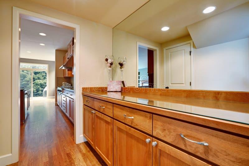 Única casa familiar com interior moderno brilhante imagens de stock royalty free