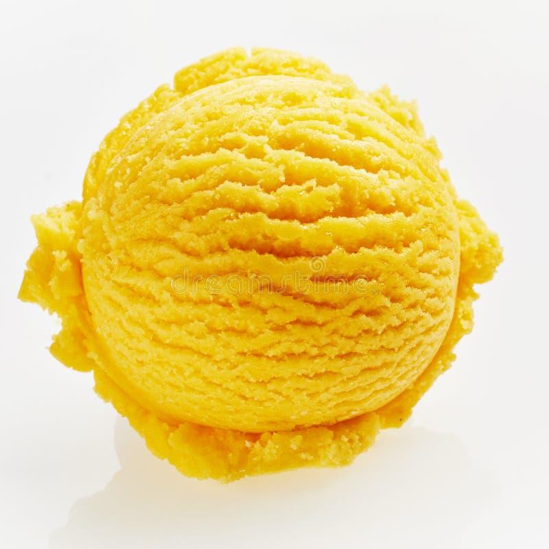 Única colher do gelado Amarelo-alaranjado foto de stock royalty free