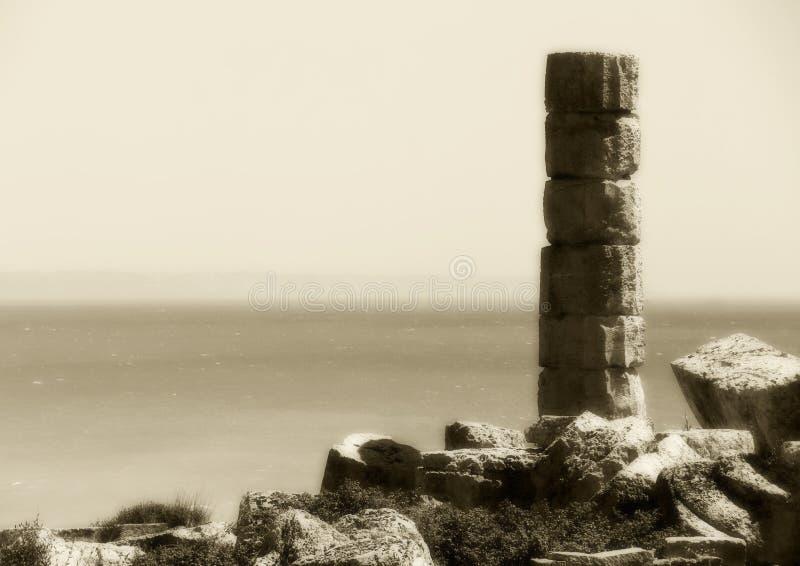 Única coluna do grego clássico, matiz do vintage foto de stock
