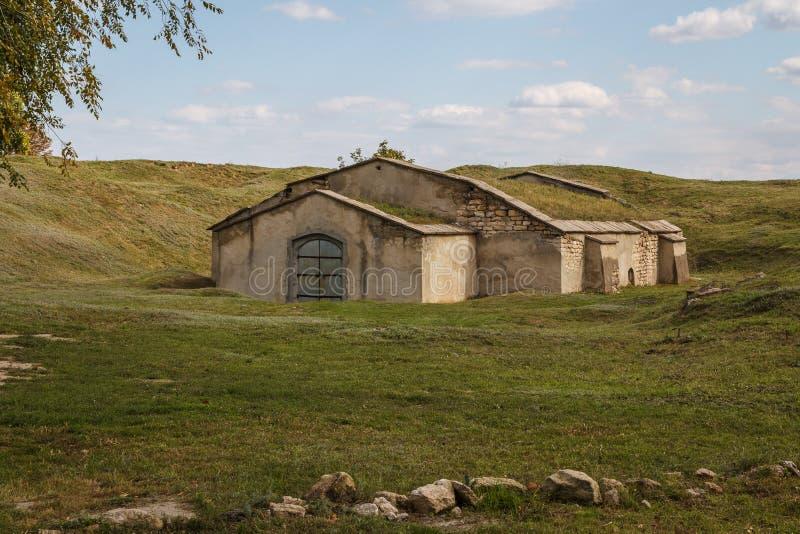 A única construção restante nas ruínas do castelo de Tiraspol fotos de stock