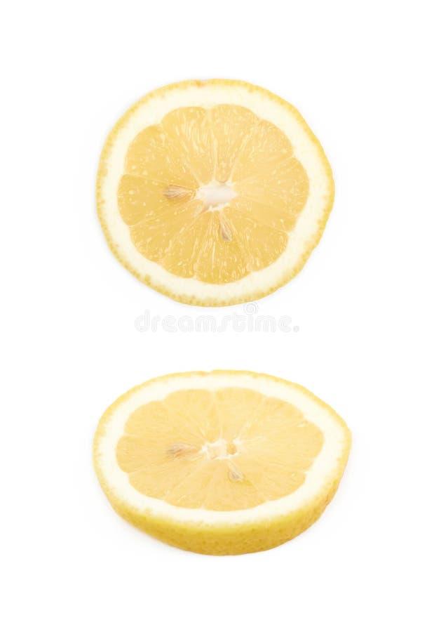 Única fatia de um limão isolado fotografia de stock royalty free