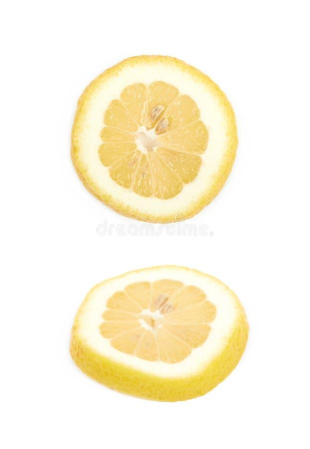 Única fatia de um limão isolado imagem de stock