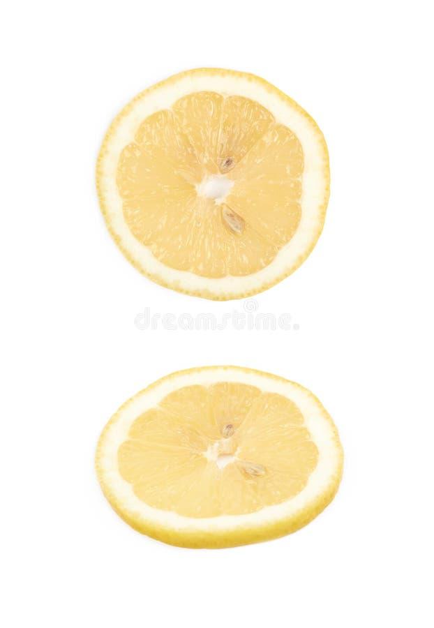 Única fatia de um limão isolado imagens de stock