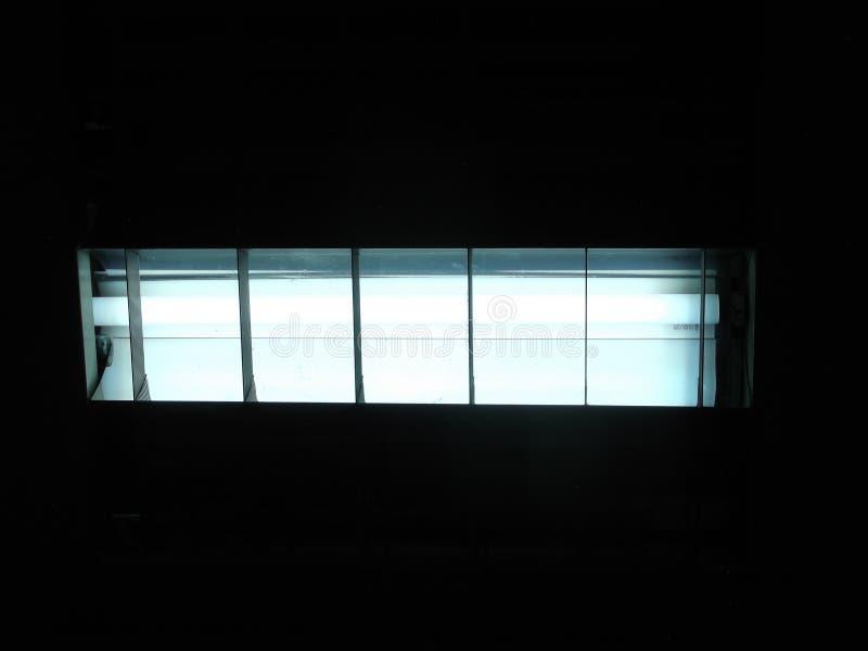 Única lâmpada, fluorescente, luz de teto, elétrico, de poupança de energia imagem de stock