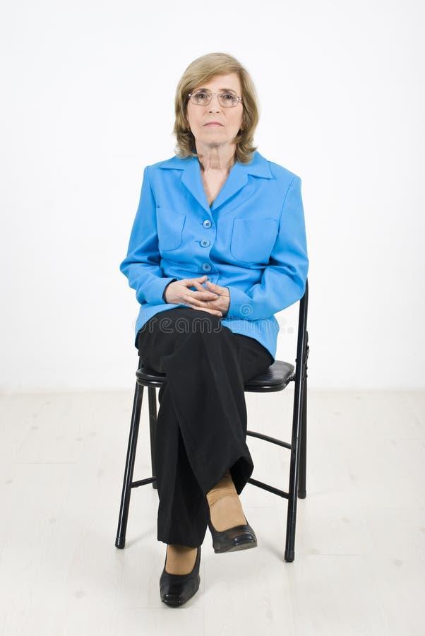 Única mulher de negócios sênior na conferência fotografia de stock royalty free